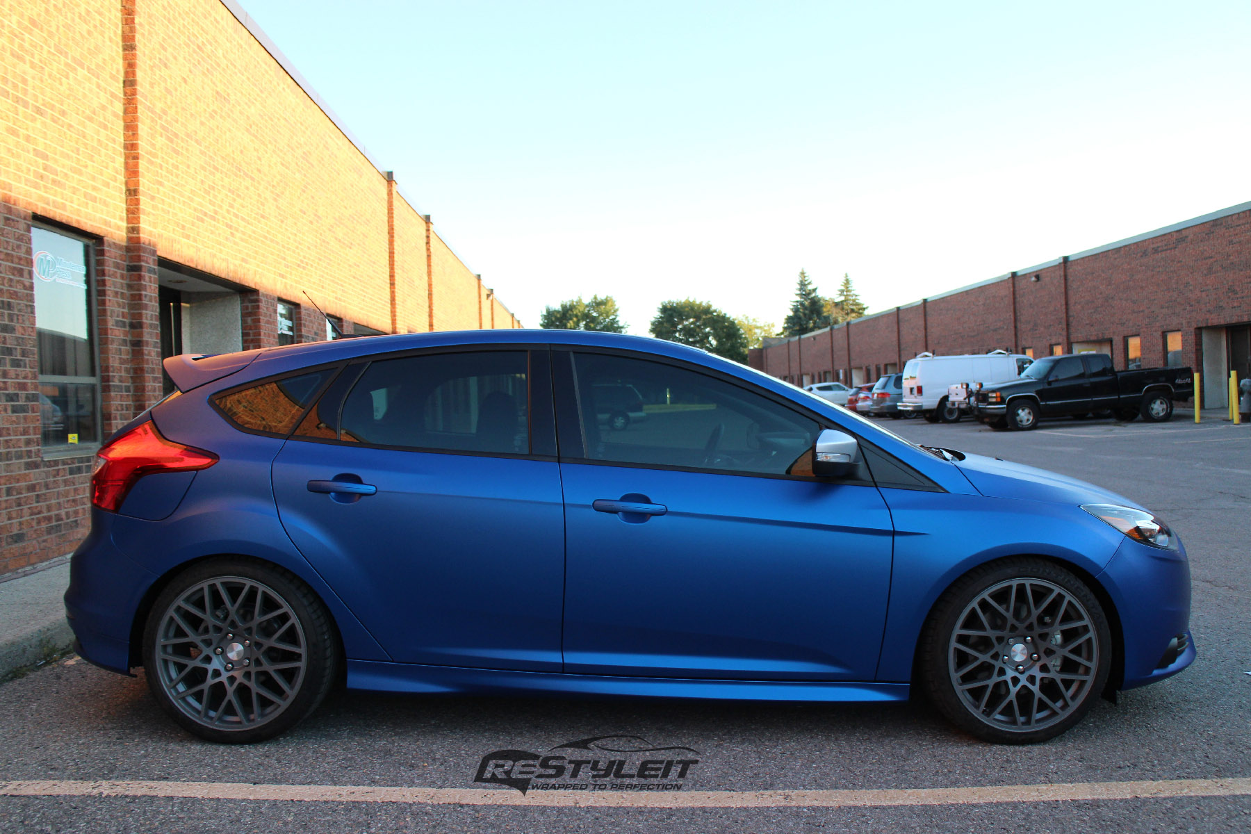 matte metallic blue ford focus st vehicle customization shop vinyl car wrap car wrap in. Black Bedroom Furniture Sets. Home Design Ideas