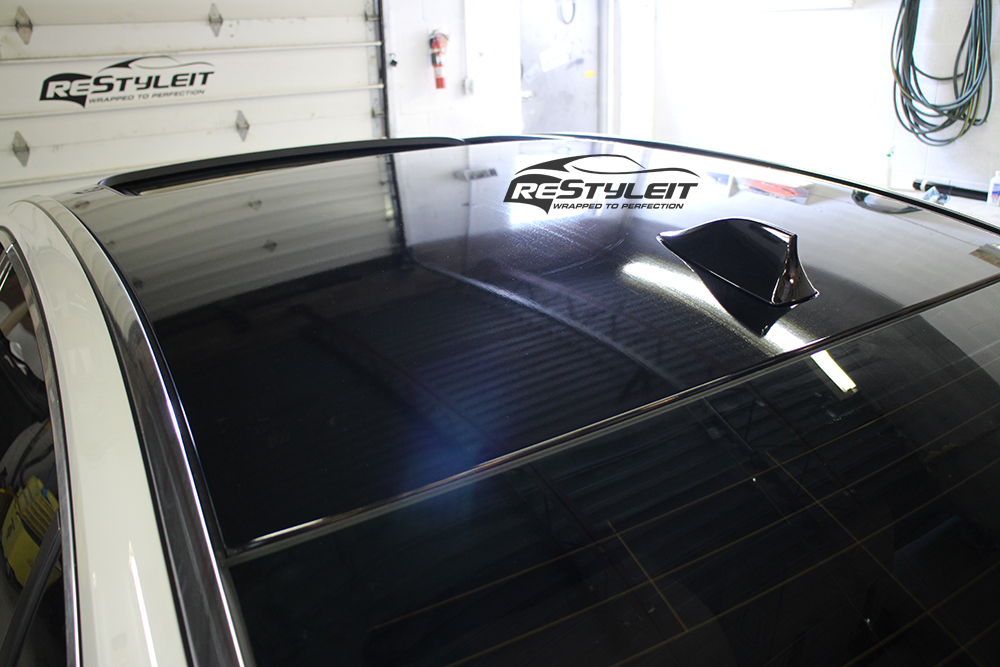 BMW 750 gloss black roof and carbon fiber mirrors wrap